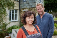 Dawn French as Gina & Iain Glen as leo